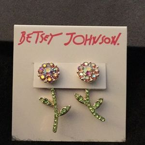 NWT Betsey Johnson floral stone earrings.
